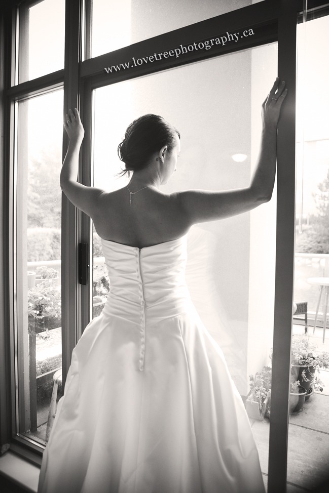 Bride getting ready. image by www.lovetreephotography.ca