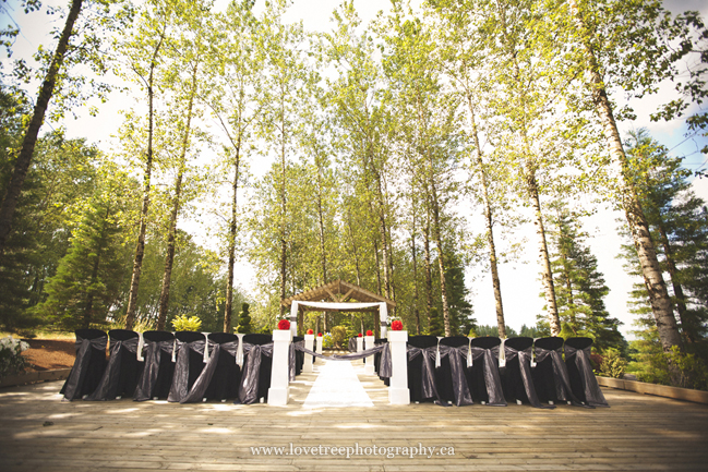 Redwoods Golf Course wedding ceremony | image by Langley wedding photographer www.lovetreephotography.ca