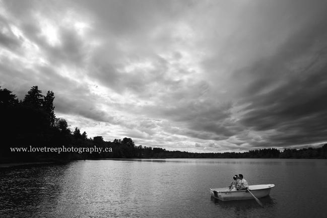 Rowboat wedding | award winning wedding photography | www.lovetreephotography.ca